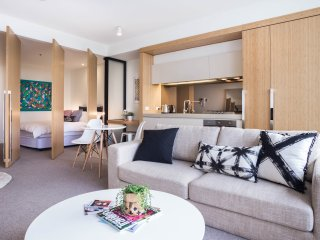 SOUTH YARRA LUXURY APARTMENT