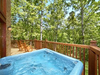 2 Bedroom Luxury Cabin with 28 Foot Ceilings and 18 foot Rain Tower Shower, Gatlinburg