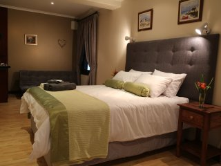 Family Room - kloof nek suites, Cape Town Central