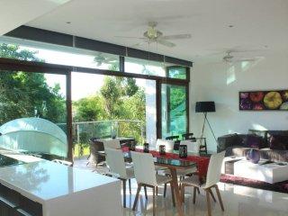 Luxury Apartment, Lake & Golf View, Beach Clubs, Pools