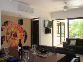 KM1 Beautiful Condo with Beach Club