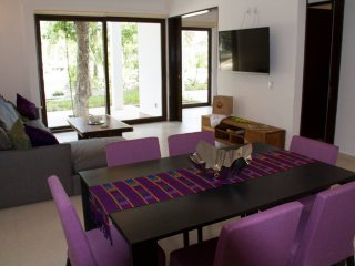 QG2 Modern Condo with Beach Club, Akumal