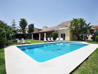 6 Bed Villa With Pool Walking Distance to Cafe's, Nueva Andalucia