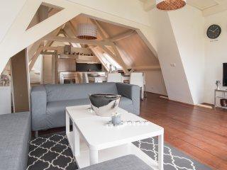 Leiden Canal Apartment