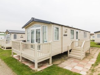 Ref 80055 Fairways at Haven Hopton stunning 8 berth with decking.
