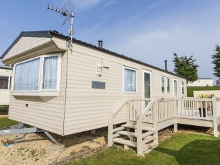 Ref 90008 Kessingland Beach 8 berth Beautiful caravan with decking .
