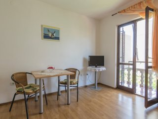 Studio apartment with balcony, Comisa