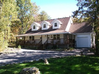 Spacious, Family and Pet Friendly Mountain Home, Jim Thorpe