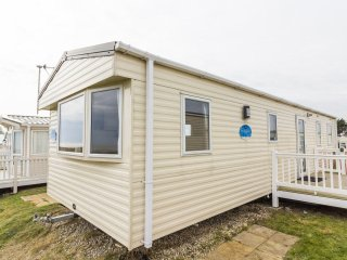 Ref 90014 8 berth caravan at Kessingland Beach  Stunning sea views,dogs welcome.
