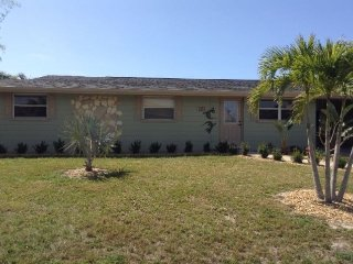 BEAUTIFUL CANAL HOME IN PORT CHARLOTTE FLORIDA, Port Charlotte