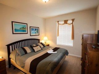 Desirable Vista Cay 3 Bedroom Condo with Lanai, Orlando