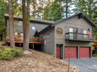 5BR Tahoe Vista Cabin w/Gas Fireplace & Decks