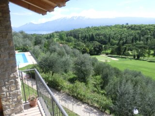 Apts.&Pool & Breathtaking Lake View, in Golf court, Toscolano-Maderno