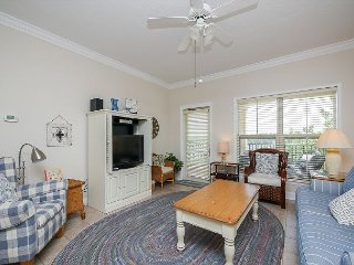 404 North Shore Place-Bright and airy 4th Floor Villa-100 yards to the beach., Hilton Head