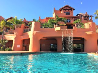 Seaview penthouse: 66 m² terrace, sun & privacy!, Estepona