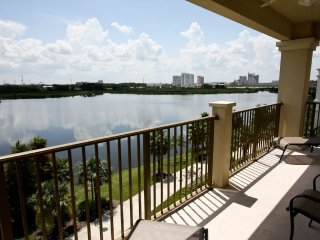 Penthouse Condo with Lake View, Orlando