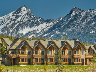 Ski-in/Ski-out Saddle Ridge Townhome in Moonlight Basin with Stunning Views!!, Big Sky