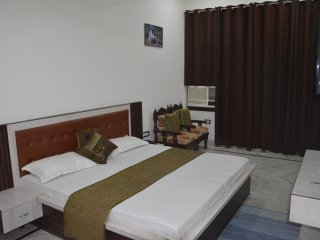 Jks Royal Home Stay, Agra