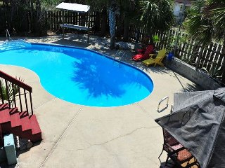 $199/nt thru 10/31! 3br home w/private POOL & fenced-in yard; PET FRIENDLY, Pensacola Beach
