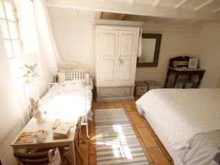 Bedroom with double bed and occasional day bed for a young child