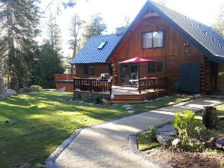 5BR Lodge on 10 Acres with Private Pond – Tahoe Bliss!, South Lake Tahoe