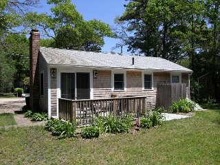 Charming 3BR Beach Cottage with a Classy Kitchen in East Falmouth
