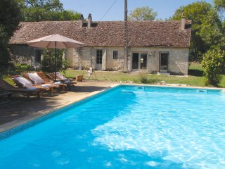 Secluded cottage for 6 :: pool (Summer) and garden, Issigeac