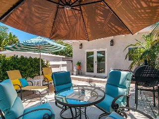 Newly Remodeled Beauty W/ Huge Patio & Grill - 2 Blks to Beach