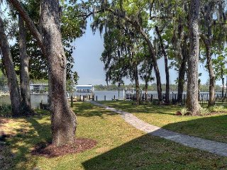 Fabulous Bayfront home. Perfect for a large family. Bring your boat!!!