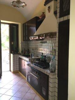 Cucina con accesso terrazzo