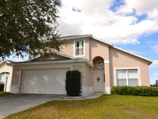 Great 4 bed pool home, golf views, close to Disney, Davenport