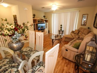 Recently Updated and Spacious Townhome, Orlando