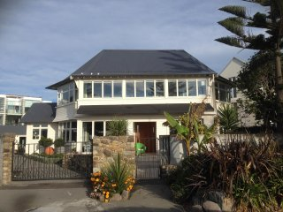CAVE ROCK GUEST HOUSE, SUMNER BEACH, CHRISTCHURCH, NEW ZEALAND
