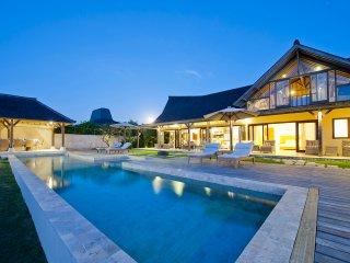 Villa Casa Del Mar - dramatic cliff-front luxury