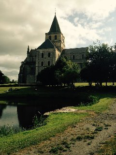 Abbaye St.Vigou the closest village 5 mins with a lake and picnic area Famous for the sculpture
