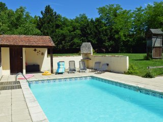 The Grange - a 3-bed/bath house with heated pool