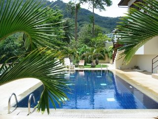 Kata Kiwi Villa: Beautiful one bedroom Villa, balcony views to the Andaman Sea!