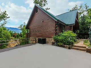 Chimney Top Overlook  Pool Access Hot Tub View Arcade WiFi Free Nights, Gatlinburg