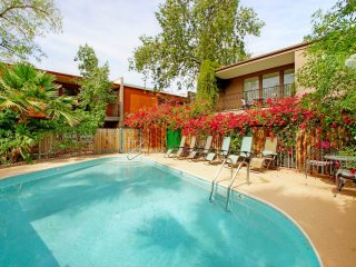 SPACIOUS-SPOTLESS 3BR TOWNHOME HEART OF SCOTTSDALE