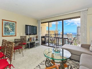 Great Four Paddle location!  Full kitchen, AC, washer/dryer, parking, WiFi., Honolulu
