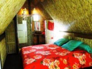 Magnifique habitation polynésienne, dans le sable., Allauch