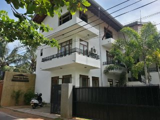Summer Side Residence Deluxe Double/triple room, Negombo