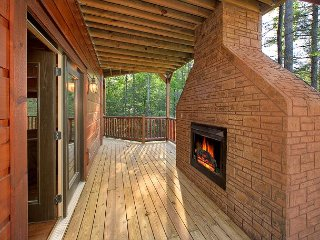 Newer 4 Bedroom Luxury Cabin in a Gatlinburg Resort
