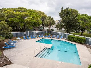 Ocean View Condo Updated & Modern, sleeps 7 Wi-Fi, Surfside Beach
