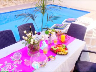 Amazing Triple Room in Luxury Villa with Pool, Nadur