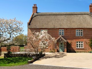 Limes Farmhouse - Award-winning, family-friendly Norfolk Broads cottage for 4
