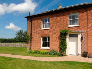 The Limes - Norfolk Broads 5 Star luxury cottage for couples. Private garden.