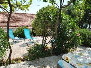 Charming Cottage + Garden 50m to Beach, 20m to Restaurant, Quiet Neighbourhood, Bol