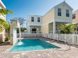 Cabana Luxe - Upscale Monthly Rental w/ Pool & Pvt Parking. Perfectly Located, Key West