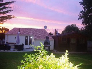 Villa With Intex Pool 15 Mins From The Coast, Les Sables-d'Olonne